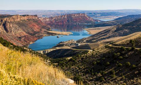 flaming-gorge-country-utah-reservoir-view