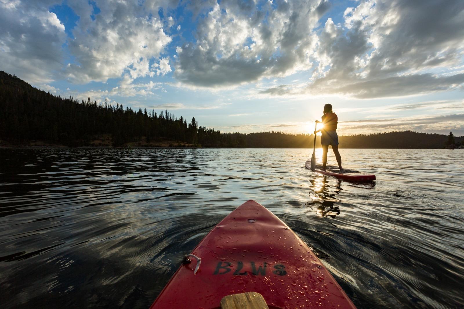 california-road-trip-high-sierra-madera-bass-lake-stand-up-paddle-sup-sunset-3