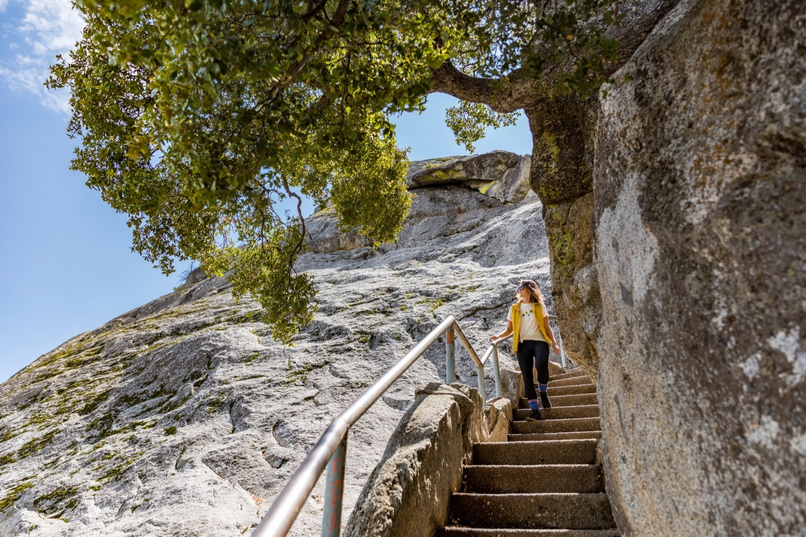 california-road-trip-high-sierra-visalia-moro-rock-hike-sequoia-national-park-4
