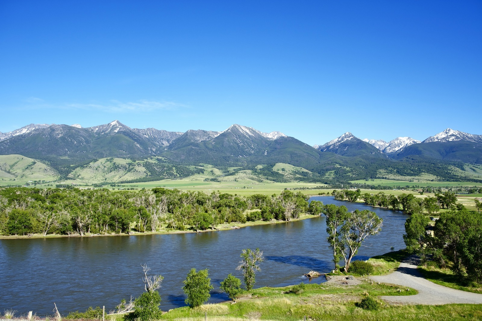 Yellowstone River and the Mountains